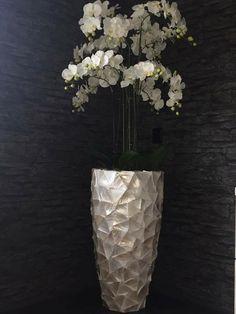 Eric Kuster vaas opgemaakt met orchideeën. Ook een mooie vaas in huis? Stuur ons dan een berichtje op Facebook of bestel hem via www.kiekathome.nl