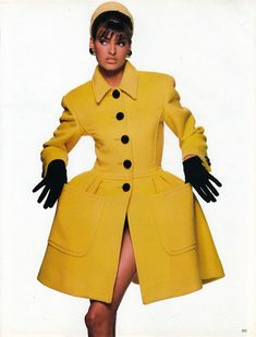 Linda Evangelista in Candy Colors for Vogue Italia, September 1990 Shot by Patrick Demarchelier Styled by Carlyne Cerf de Dudzeele Fashion Poses, Vogue Fashion, Look Fashion, 90s Fashion, Vintage Fashion, Fashion Brands, High Fashion, Patrick Demarchelier, Linda Evangelista