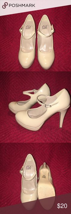 Tan maryjane pumps Comfy maryjane pumps. Looks great with any outfit. Worn once to a wedding Delicious Shoes Heels