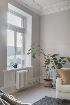 Top 70 Favorite Scandinavian Living Room Ideas 50 In 2019 Living Room Scandinavian, Scandinavian Home Interiors, White Interiors, Scandinavian Design, Casual Living Rooms, Living Room Decor, Living Room Furniture, Living Spaces, Grey Interior Doors