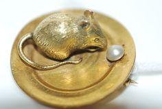 MOUSE BROOCH WITH PEARL DETAIL IN 14CT GOLD