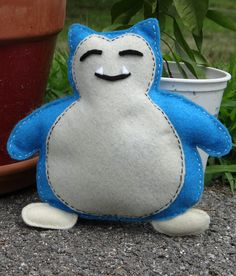 This DIY felt Pokemon Snorlax plushie is perfect for Pokemon fans!