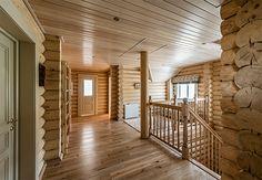 Деревянный дом с элементами ажурной резьбы