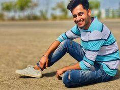 """Shankar Johil on Instagram: """"देखो तो ख्वाब है ज़िन्दगी; पढ़ो तो किताब है ज़िन्दगी; सुनो तो ज्ञान है ज़िन्दगी; पर हमें लगता है कि हँसते रहो तो आसान है ज़िन्दगी। . .…"""" My Images, Sneakers, Shoes, Instagram, Fashion, Tennis, Moda, Slippers, Zapatos"""