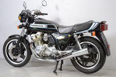 Honda Bikes, Honda Cb750, Honda Motorcycles, Cars And Motorcycles, Cafe Racer Honda, Moto Collection, Vintage Bikes, Dream Garage, Motorbikes