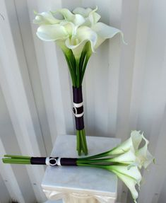 Simple Calla lily Wedding bouquet white plum real by BrideinBloomWeddings I like the length of the stems.