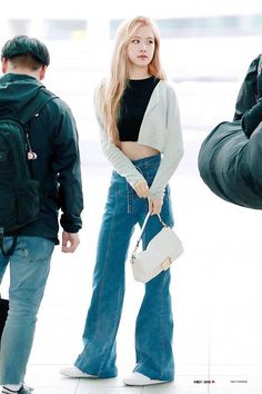 Your source of news on YG's current biggest girl group, BLACKPINK! Please do not edit or remove the logo of any fantakens posted here. Blackpink Fashion, Womens Fashion, Fashion Ideas, Kpop Mode, Airport Style, Airport Fashion, Korean Outfits, Stylish Girl, Mom Jeans