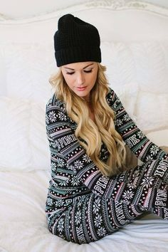 Have yourself a very little christmas // christmas pijama Lazy Day Outfits, Casual Outfits, Cute Outfits, Summer Outfits, Satin Pyjama Set, Pajama Set, Victoria Secrets, Cute Christmas Pajamas, Christmas Christmas