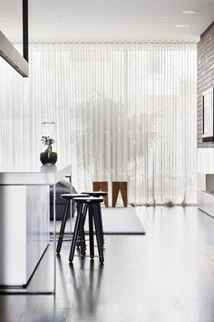 Melbourne townhouse with impressive modern arrangements Hecker Guthrie Interiors – Park St. Wave Curtains, Voile Curtains, Curtains Living, Curtains With Blinds, Floor To Ceiling Curtains, Modern Curtains, Ceiling Windows, Drapery, Curtain Alternatives