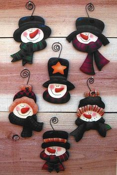 Christmas tree ornaments to make ideas ideas Christmas Tree Ornaments To Make, Snowman Ornaments, Christmas Snowman, Christmas Decorations, Snowman Crafts, Christmas Projects, Felt Crafts, Holiday Crafts, Cd Crafts