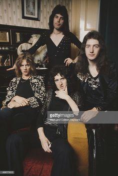 English rock group Queen posed in lead singer Freddie Mercury's flat,. Queen Photos, Queen Pictures, Brian May, John Deacon, Roger Taylor Queen, Queens Wallpaper, Rap, Somebody To Love, Queen Freddie Mercury