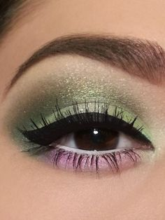 Green and light pink eyeshadow looks Pink Eyeshadow Look, Eyeshadow Tips, Pink Eye Makeup, Makeup For Green Eyes, Love Makeup, Makeup Eyeshadow, Makeup Tips, Beauty Makeup, Makeup Looks