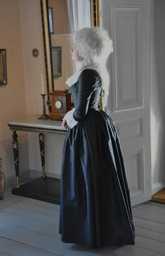 Before the Automobile: c. 1790 mourning round gown, 2012