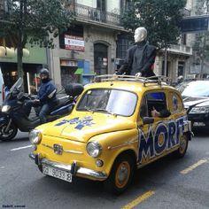 Un Fiat 600 de Moritz camino de la 080 Barcelona Fashion.