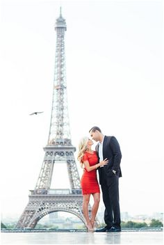 engagement shoot in front of the Eiffel Tower | Image by IheartParis Photography