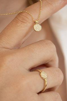 """#Set #Avidity #Handmade #NaturalGemstones #Diamonds #Gold #PureDiamondCollection. Mnohopočetné prírodné brilianty v sete Avidity vytvárajú efekt jedného veľkého diamantu, ktoré žiaria na slnku ako talizman života. Ak už dlhšie rozmýšľate, že poprosíte Ježiška o ručne robený, do detailov """"vypiplaný"""" diamantový set, ktorý nepodlieha diktátu módy a času, začnite svoje vianočné prianie s prvým písmenom v abecede... """"A"""" ako Avidity! India Jewelry, Gold Necklace, Gemstones, Diamond, Stylish, Fashion, Moda, Gold Pendant Necklace, Gems"""
