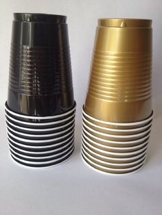 New Years Eve Party Cups - Set of Black & Gold 16 oz Plastic Cups by 2 Swell Party Supply Deco Nouvel An, Black Gold Party, Gatsby Themed Party, Silvester Party, Golden Birthday, Black Gold Jewelry, Nye Party, 30th Birthday Parties, Birthday Ideas