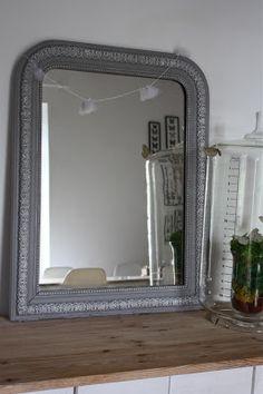 Miroir en bois bord perle patin style ancien taupe for Miroir sans fin
