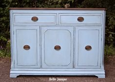 Baby Boo, Sheer Vax and Hazelnut Revax. Buffalo Brown and Brown Bronze Shimmer on the top sealed with Varnish. Chalk Paint, Painted Furniture, Buffalo, Shabby, Stylists, Bronze, Cabinet, Storage, Top
