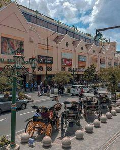 Seribu satu kenangan  . . @Regran_ed from @heri_adityaa . : Jln. Malioboro Yogyakarta . . #jogja#malioboro#wisatajogja#fff#lfl#andong#streetphotograph#streetmagazines#liburan#kamerahpgw#lightroompresets#yukdolanjogja#yogyakarta Grunge Photography, City Photography, Aesthetic Photo, Aesthetic Pictures, Aesthetic Backgrounds, Aesthetic Wallpapers, Insta Photo Ideas, Instagram Story Ideas, Wallpaper Backgrounds