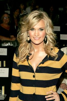 Carrie Underwood - such pretty hair!
