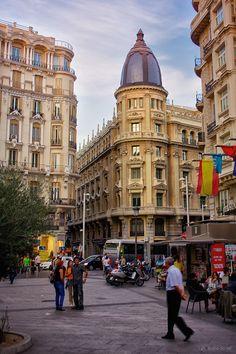 Gran via desde calle Montera                                                                                                                                                                                 Más
