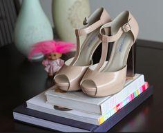 [ nude sandals ]