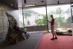 Pestrobarevná prasátka, Mel Gibson i železný trůn provází letošní Karlovy Vary