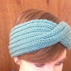 Ravelry: Reversible Cross-over Turban Style Headband pattern by Sio Knits Things Quilt Patterns, Knitting Patterns, Knitting Ideas, Knitted Headband Free Pattern, Twist Headband, Turban Style, Knitting Magazine, How To Start Knitting, Lion Brand Yarn