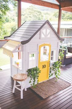 Building your little one a playhouse in the backyard will surely make them happy. There are a few things you should know before you build a playhouse for kids. Kids Cubby Houses, Kids Cubbies, Play Houses, Build A Playhouse, Playhouse Outdoor, Playhouse Ideas, Outdoor Play, Wooden Playhouse, Outdoor Spaces