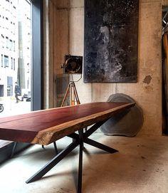 Esstisch / Baumtisch unverleimt aus einem Stück Padouk-Holz | Holzwerk-Hamburg
