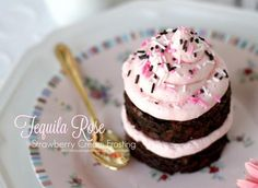 Tequila Rose Strawberry Cream Frosting is a pretty Valentine's Day dessert and a snap to make. Pipe on brownies or cupcakes; Rose Frosting, Cream Frosting, Icing Recipe, Frosting Recipes, Alcoholic Cupcakes, Drunken Cupcakes, Alcoholic Drinks, Tequila Rose, Strawberry Poke Cakes