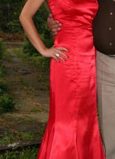 Kup mój przedmiot na #vintedpl http://www.vinted.pl/damska-odziez/sukienki-wieczorowe/11994127-dluga-czerwona-sukienka-rozm-38-fason-syrenka