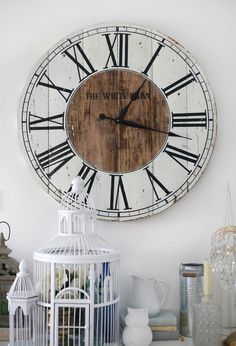 Love this pallet clock.found my next DIY project! Living Room Remodel Before and After - Diy Home Decor Crafts Shabby Chic Wall Decor, Diy Wall Decor, Diy Home Decor, Room Decor, Pallet Clock, Diy Clock, Clock Ideas, Diy Casa, Wood Clocks
