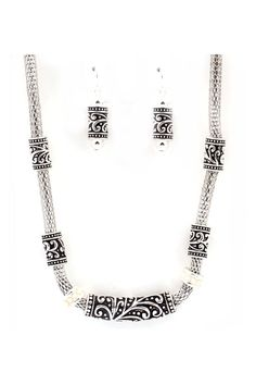 Filigree Nolla Necklace & Earrings in Silver.
