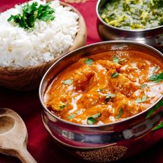 Indian meal of butter chicken, rice and saag paneer. focus across the butter chicken bowl. Best Dishes, Food Dishes, Turmeric Recipes, Indian Food Recipes, Ethnic Recipes, African Recipes, Garam Masala, Butter Chicken, Chicken Rice