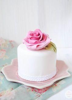 White petit four with a pink sugar rose Gorgeous Cakes, Pretty Cakes, Cute Cakes, Amazing Cakes, Fancy Cakes, Mini Cakes, Fondant Cakes, Cupcake Cakes, Mini Wedding Cakes