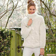 Стильная модель для любого возраста. Теплый свитер с высокой горловиной и крупным рельефным узором спицами особенно красиво смотрится в белом цвете. РАЗМЕРЫ 36/38, 40/42, 44/46