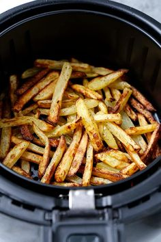 The Best Air Fryer French Fries – A healthy air fryer fries recipe (vegan) that makes a perfect easy homemade meal for those looking to loose weight – but not flavor! Air Fry French Fries, Best French Fries, French Fries Recipe, Homemade French Fries, Air Fryer Fries, Making Sweet Potato Fries, Air Frier Recipes, Air Fryer Dinner Recipes, Health