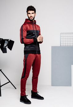 Young Thug just launched a brand new fashion label called SPIDER for making its debut at a pop-up in London. Casual Outfits, Men Casual, Fashion Outfits, Mens Tracksuit Set, Sport Fashion, Mens Fashion, Slim Fit Joggers, Track Suit Men, Sport Wear