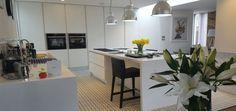 Streamline kitchen #bespokekitchen #custommadekitchen #handlesskitchen #kitchenremodel #kitchenideas #whitekitchen #handmade #custommade #bespokefurniture