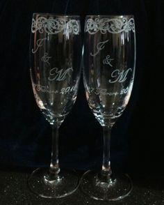 Grabado a mano Personalised Glasses, Wedding Glasses, Glass Etching, Flute, Bottles, Wedding Ideas, Wine, Decorated Bottles, Decorative Bowls