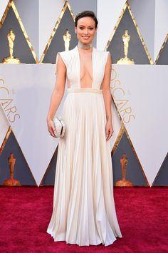 Oscars 2016:  Olivia Munn in Valentino Haute Couture