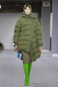 Balenciaga Fashion Show Ready to Wear Collection Fall Winter 2017 in Paris