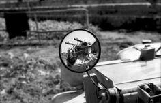Fallschirmjäger und Zwillings Maschinengewehr sich im Außenspiegel eines Kfz spiegelnd. Pin by Paolo Marzioli