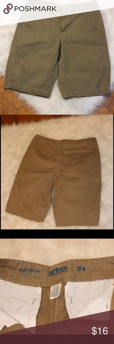 Men's Urban Pipeline Flat-Front  Khaki Shorts Stay cool and confident in these men's Urban Pipeline shorts.  PRODUCT FEATURES Soft, stretch fabric Zipper fly 4-pocket FIT & SIZING Approximate 11-in. inseam FABRIC & CARE Cotton, spandex Machine wash Never worn Urban Pipeline Shorts Flat Front