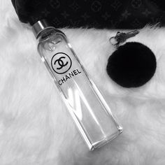 Keep glam on the go with this super stylish Glass water bottle with logo... a perfect gift idea also  420 mls  Item is sent with Epacket to the USA and takes from 12- 15 business days to arrive Other countries, this item will be sent with airmail and takes from 2 - 5 weeks to arrive, for a q...