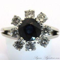 Bague marguerite vintage saphir entourage diamants http://www.bijoux-bijouterie.com/bagues-saphirs/1953-bague-marguerite-vintage-saphir-entourage-diamants-1350.html #mariage #fiançailles #bague