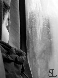 Child at the Window - Chile/Niebla