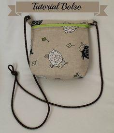 He cosido este bolso y he preparado un tutorial, es muyfácil  y queda muy bonito.   Necesitamos   Tela exterior  Tela interior  Entret...
